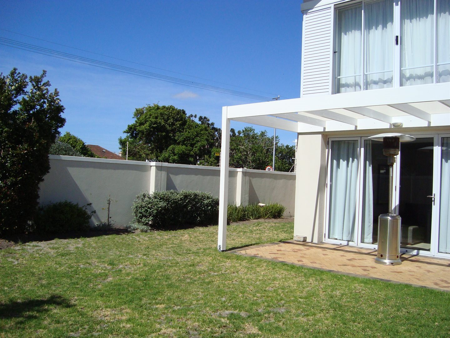 Claremont property to rent. Ref No: 13552054. Picture no 4
