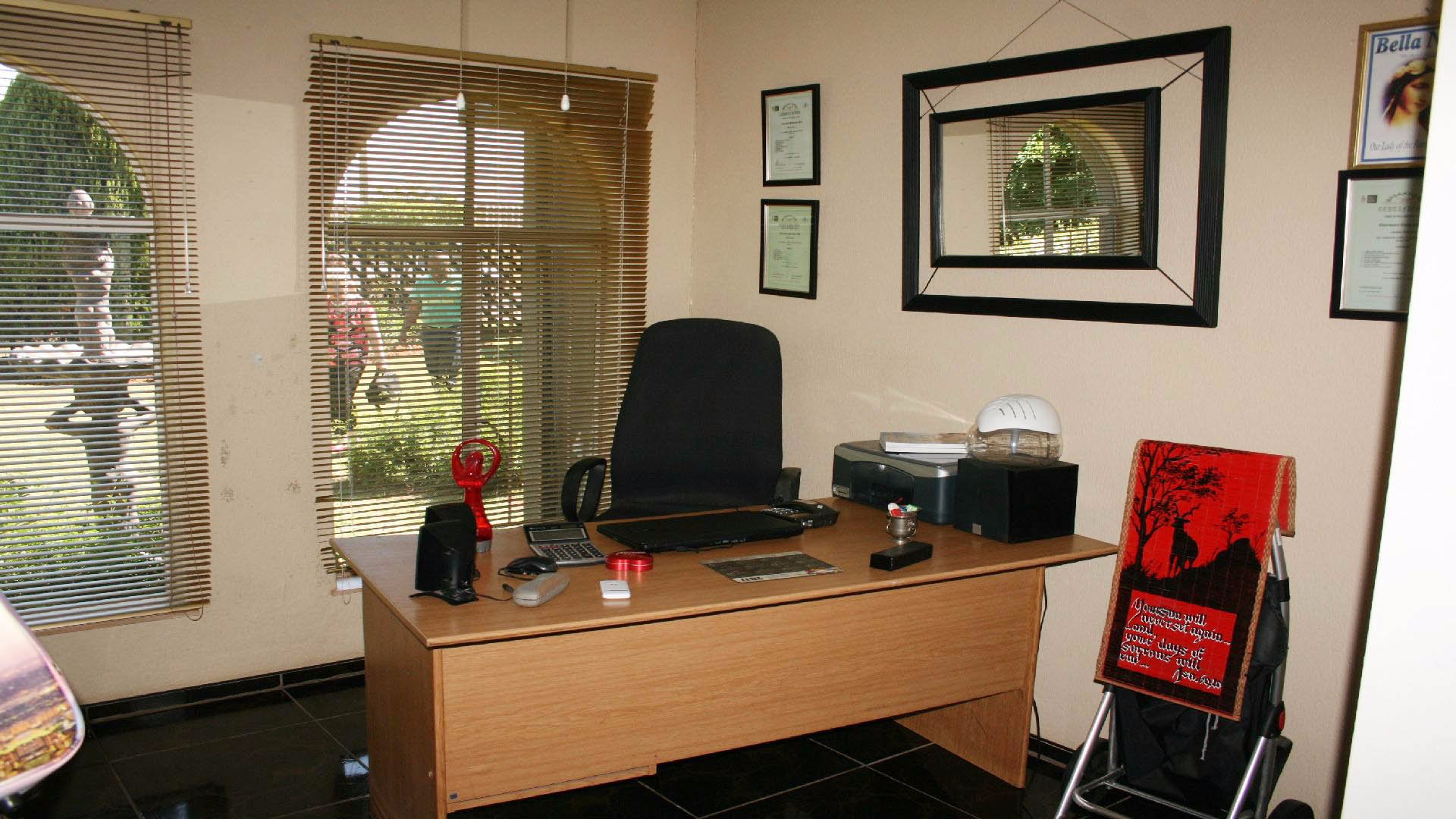 Greenhills property for sale. Ref No: 13553315. Picture no 10