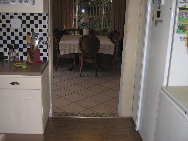 Mondeor property for sale. Ref No: 13525767. Picture no 9