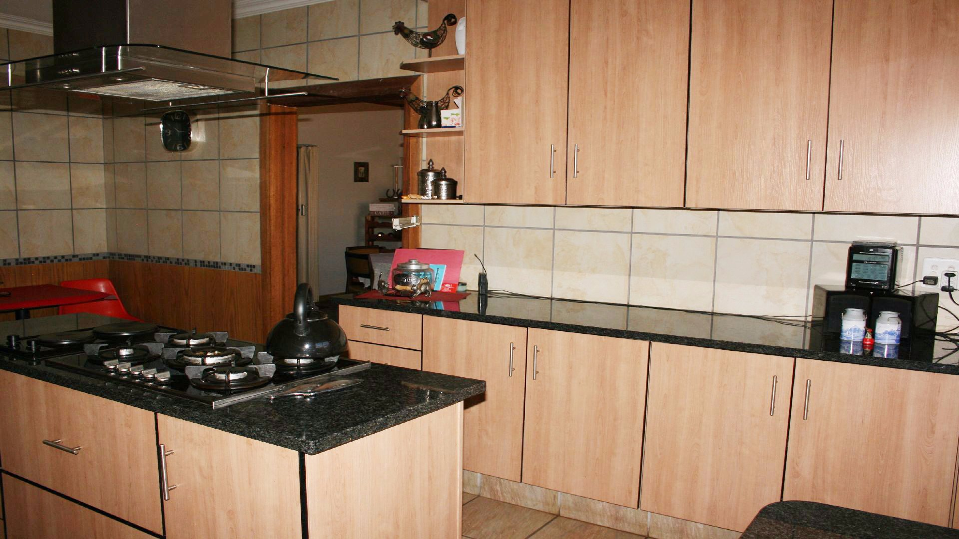 Helikonpark property for sale. Ref No: 13537831. Picture no 15