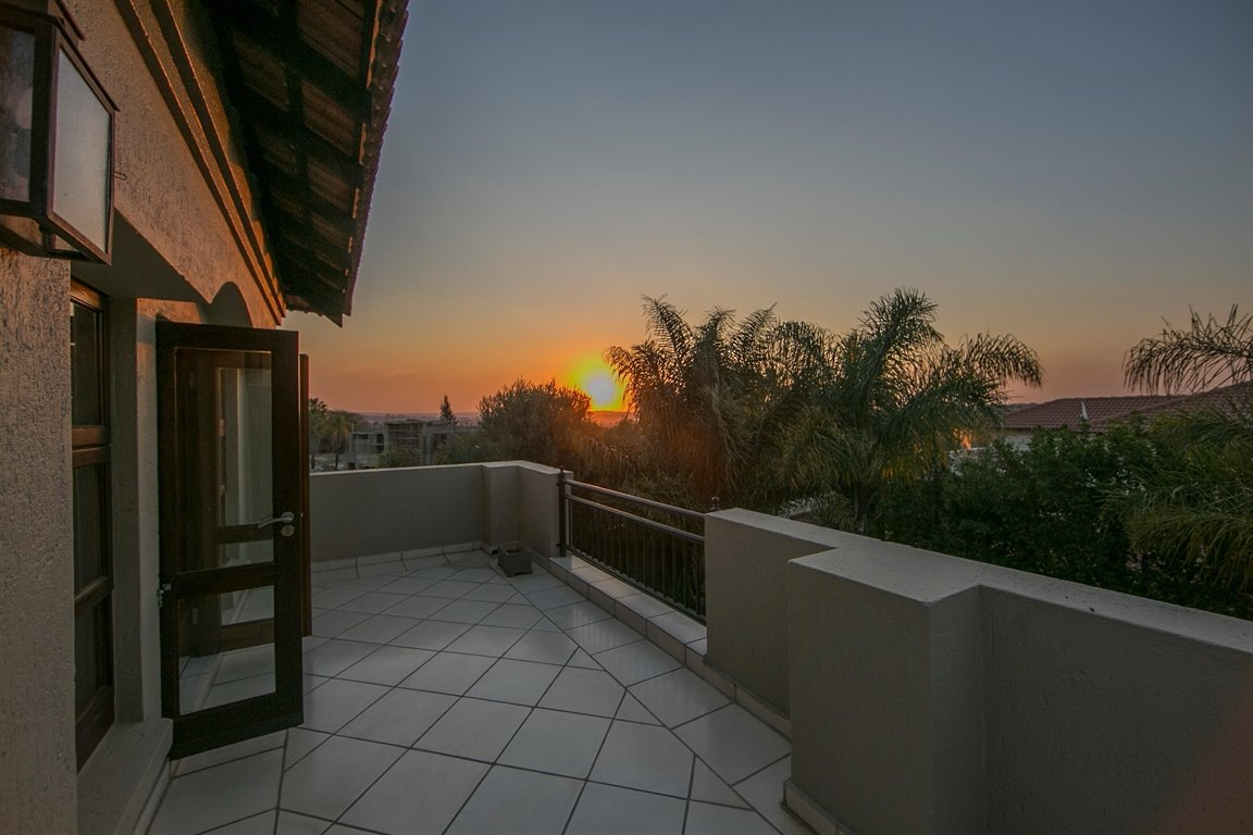 Fourways property for sale. Ref No: 13401727. Picture no 17