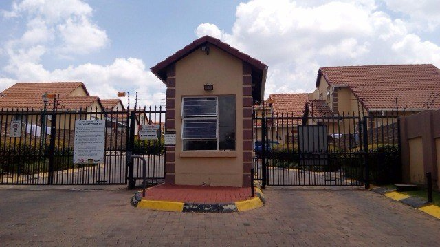 Property and Houses to rent in Buccleuch, House, 3 Bedrooms - ZAR , 10,00*,M