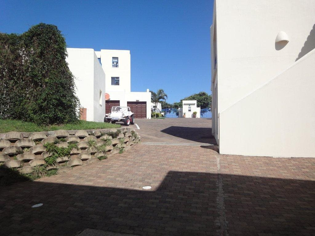 Uvongo property for sale. Ref No: 12774968. Picture no 36
