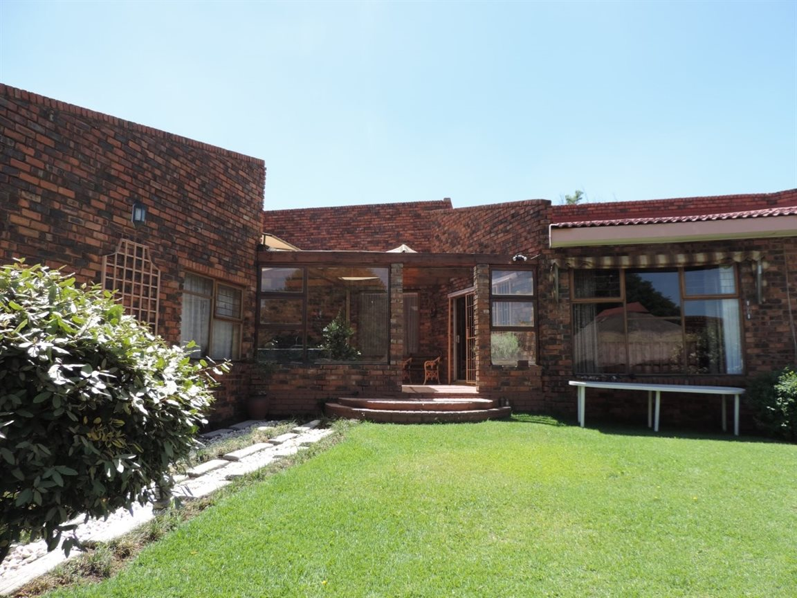 Three Rivers East property for sale. Ref No: 12772293. Picture no 22