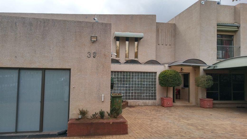 Rant En Dal property for sale. Ref No: 13647329. Picture no 36