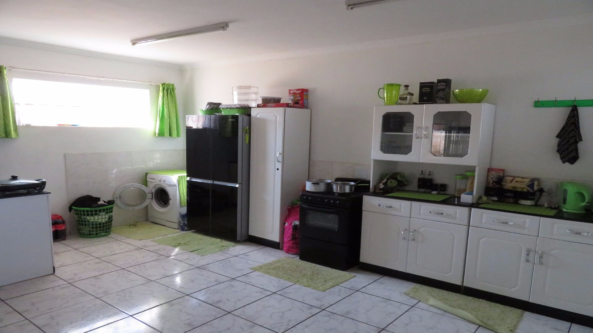 Greenhills property for sale. Ref No: 13526123. Picture no 32