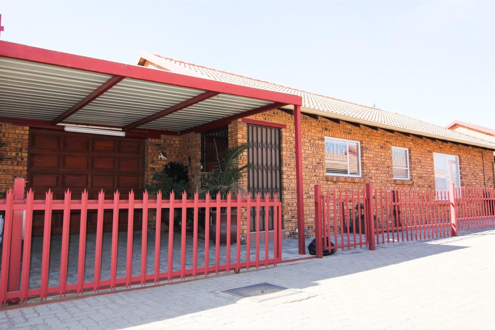 , Townhouse, 3 Bedrooms - ZAR 910,000