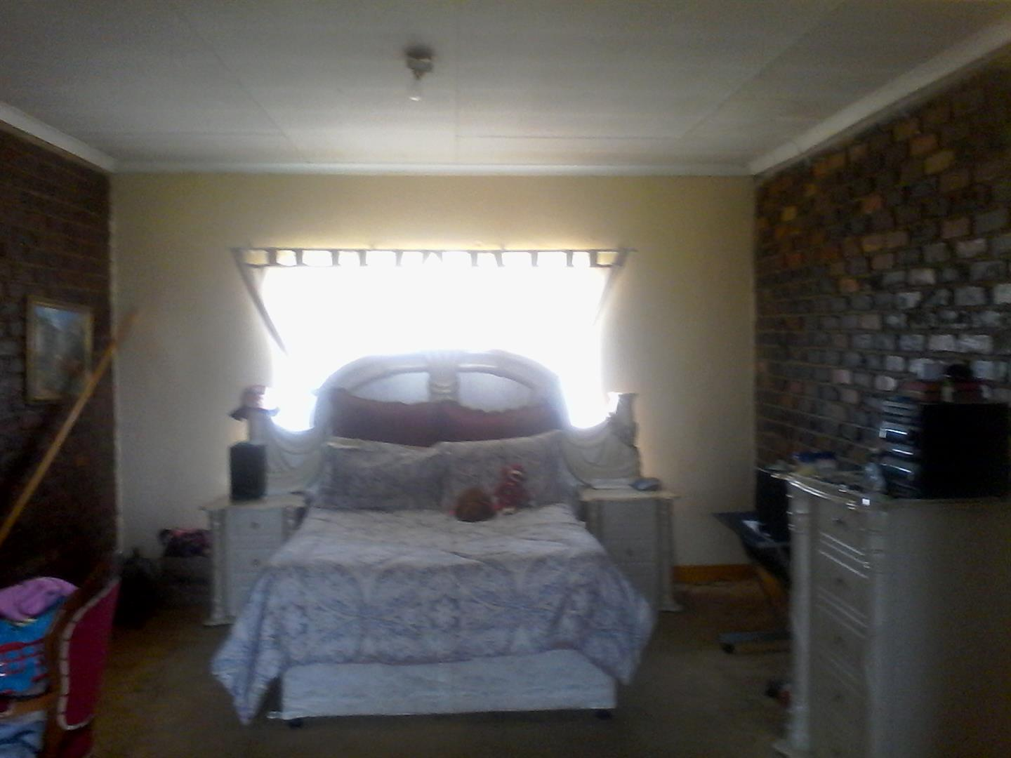 Roods Gardens property for sale. Ref No: 13462016. Picture no 8