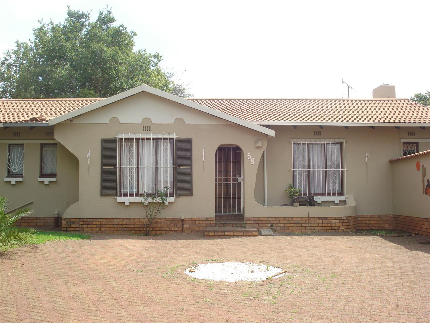 Johannesburg, Naturena Property  | Houses For Sale Naturena, Naturena, House 4 bedrooms property for sale Price:995,000