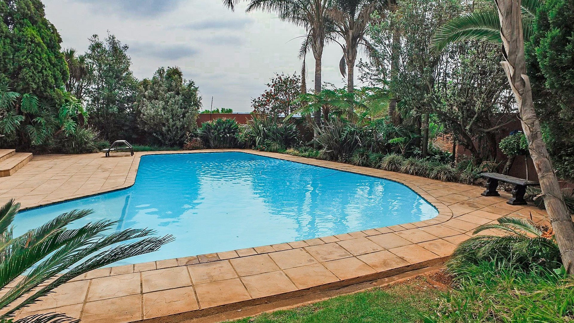 Northcliff property for sale. Ref No: 13537074. Picture no 26
