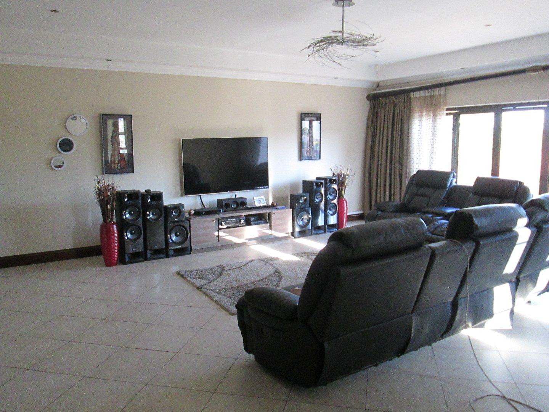Glenvista property to rent. Ref No: 13552423. Picture no 16