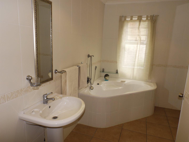 Bonnie Doone property for sale. Ref No: 13576132. Picture no 9