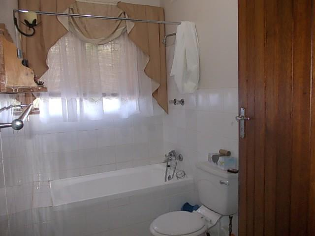Margate property for sale. Ref No: 12735439. Picture no 13