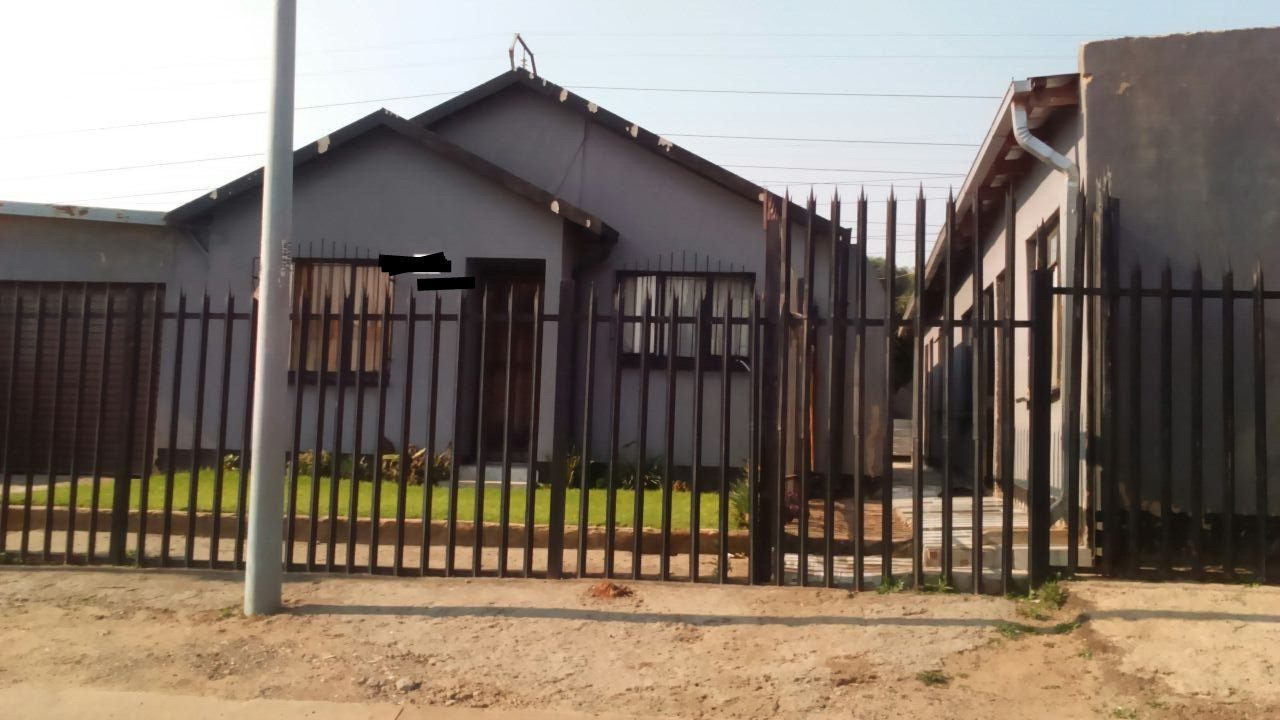 Property Tembisa : Houses For Sale Tembisa (All), Tembisa Central, House 9 bedrooms property for sale Price:990,000