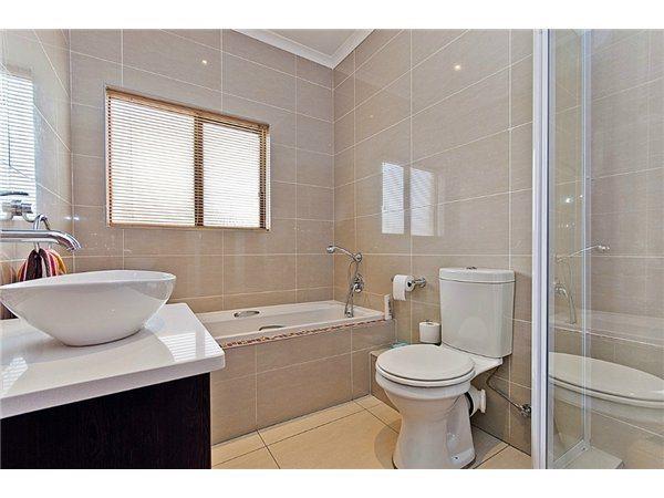 Midrand property for sale. Ref No: 13532319. Picture no 11