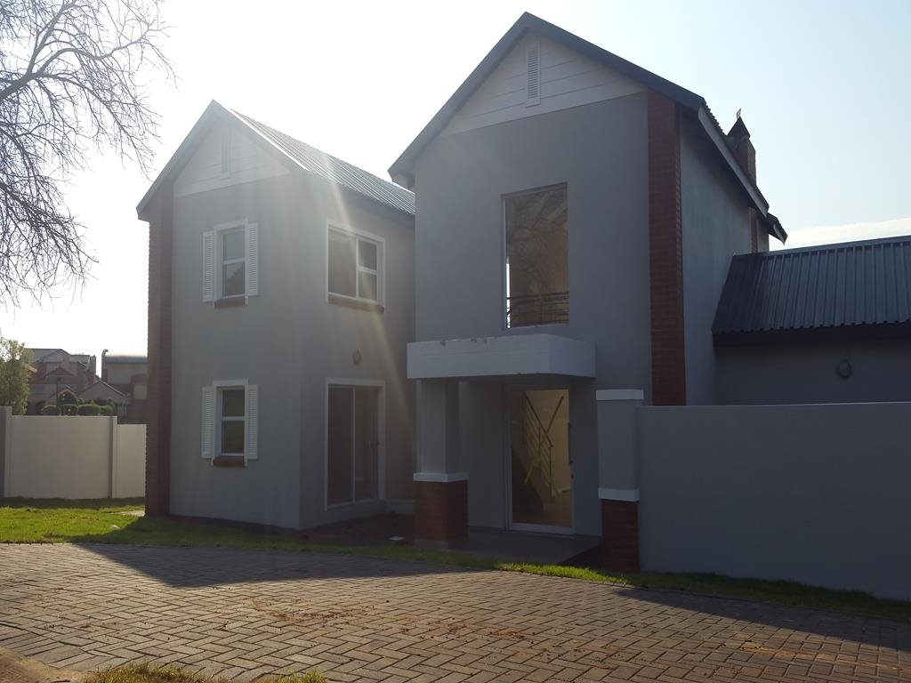 Property and Houses for sale in Rietvlei Heights Country Estate, House, 5 Bedrooms - ZAR 3,550,000