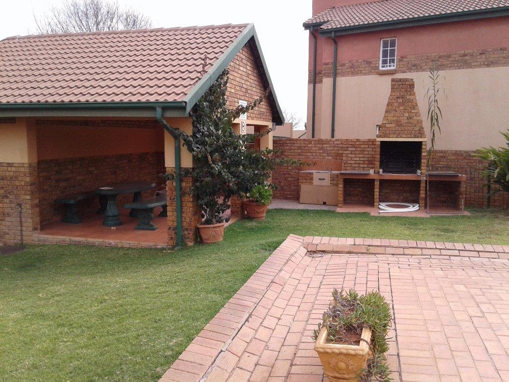 Elarduspark property for sale. Ref No: 13549856. Picture no 6
