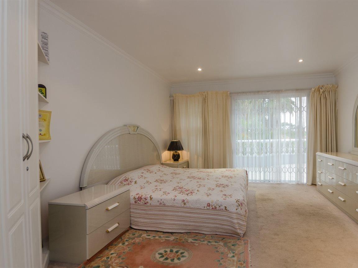 Bryanston property for sale. Ref No: 13418612. Picture no 20