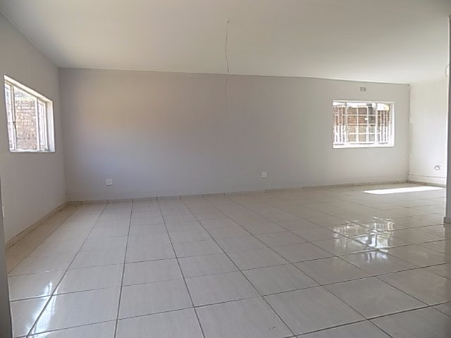 Naturena property for sale. Ref No: 13552045. Picture no 11