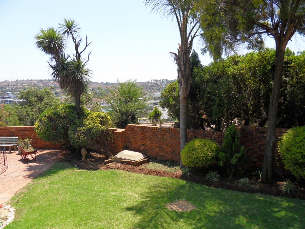 Glenvista property for sale. Ref No: 13402362. Picture no 32