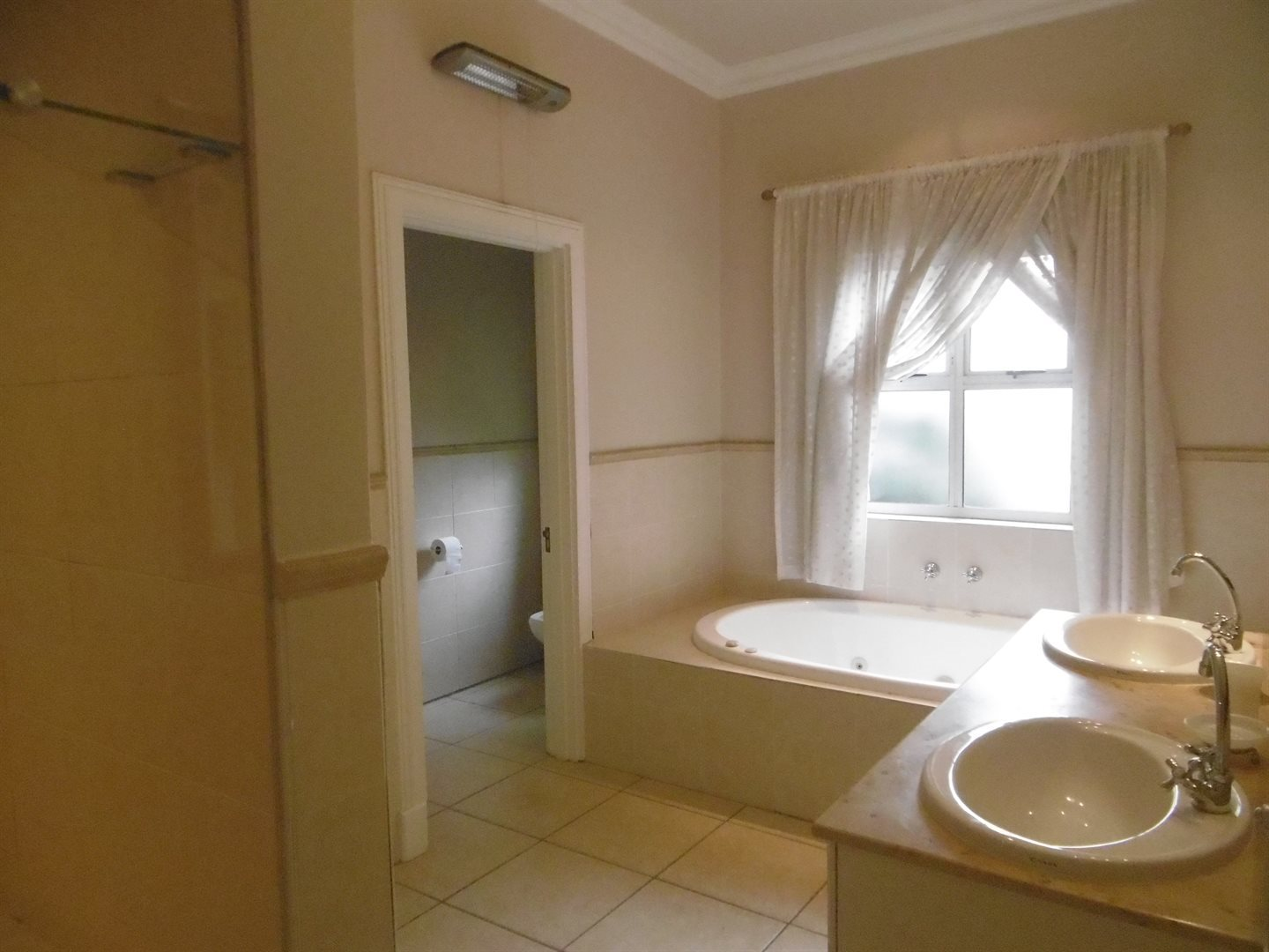 River Club property to rent. Ref No: 13552407. Picture no 30