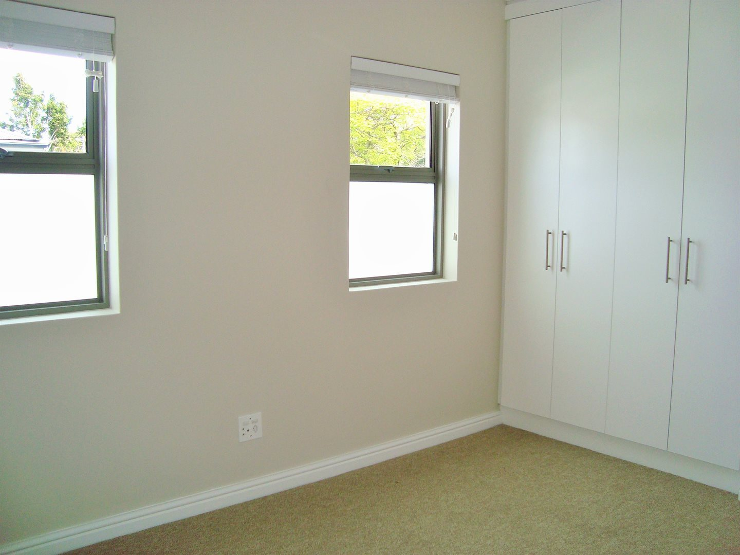 Claremont property to rent. Ref No: 13575482. Picture no 19