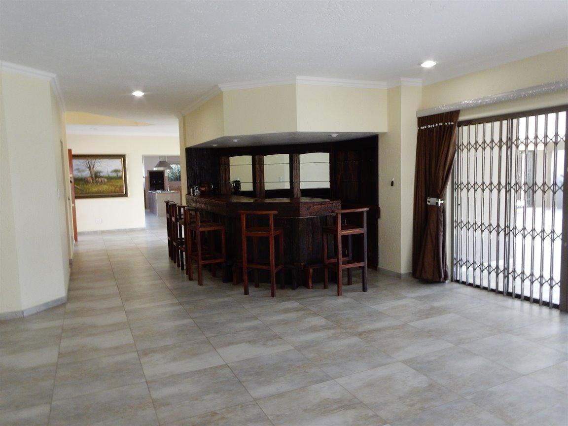 Bryanston property for sale. Ref No: 13346431. Picture no 16