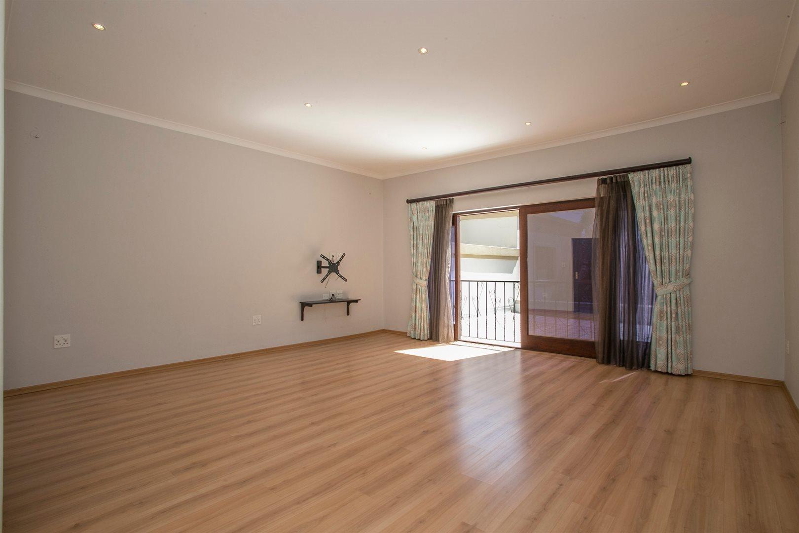 Dainfern Golf Estate property for sale. Ref No: 13381182. Picture no 6