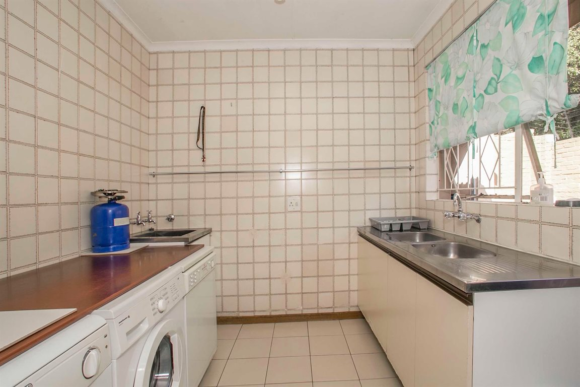 Fourways property for sale. Ref No: 13379177. Picture no 9