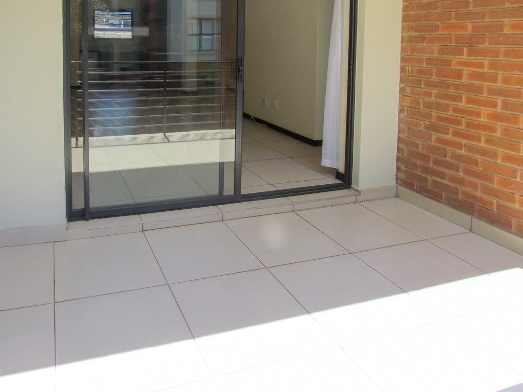 Apartment for sale in fourways 3 bedroom 13561646 1 23 for Kitchen cupboards fourways
