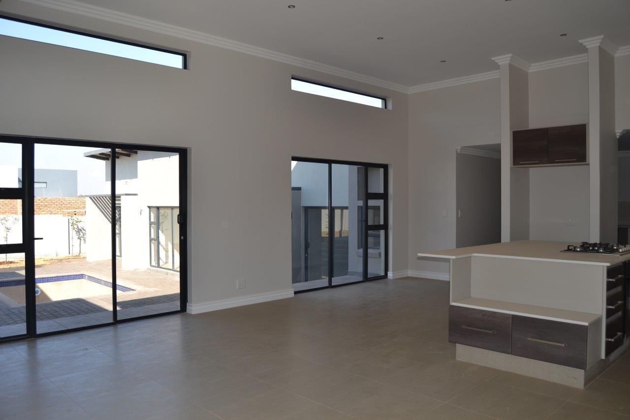 Midstream Ridge Estate property for sale. Ref No: 13500360. Picture no 7