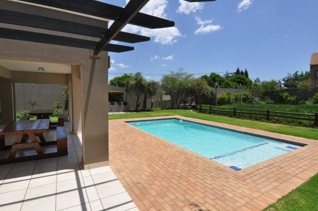 Douglasdale property to rent. Ref No: 13553031. Picture no 12