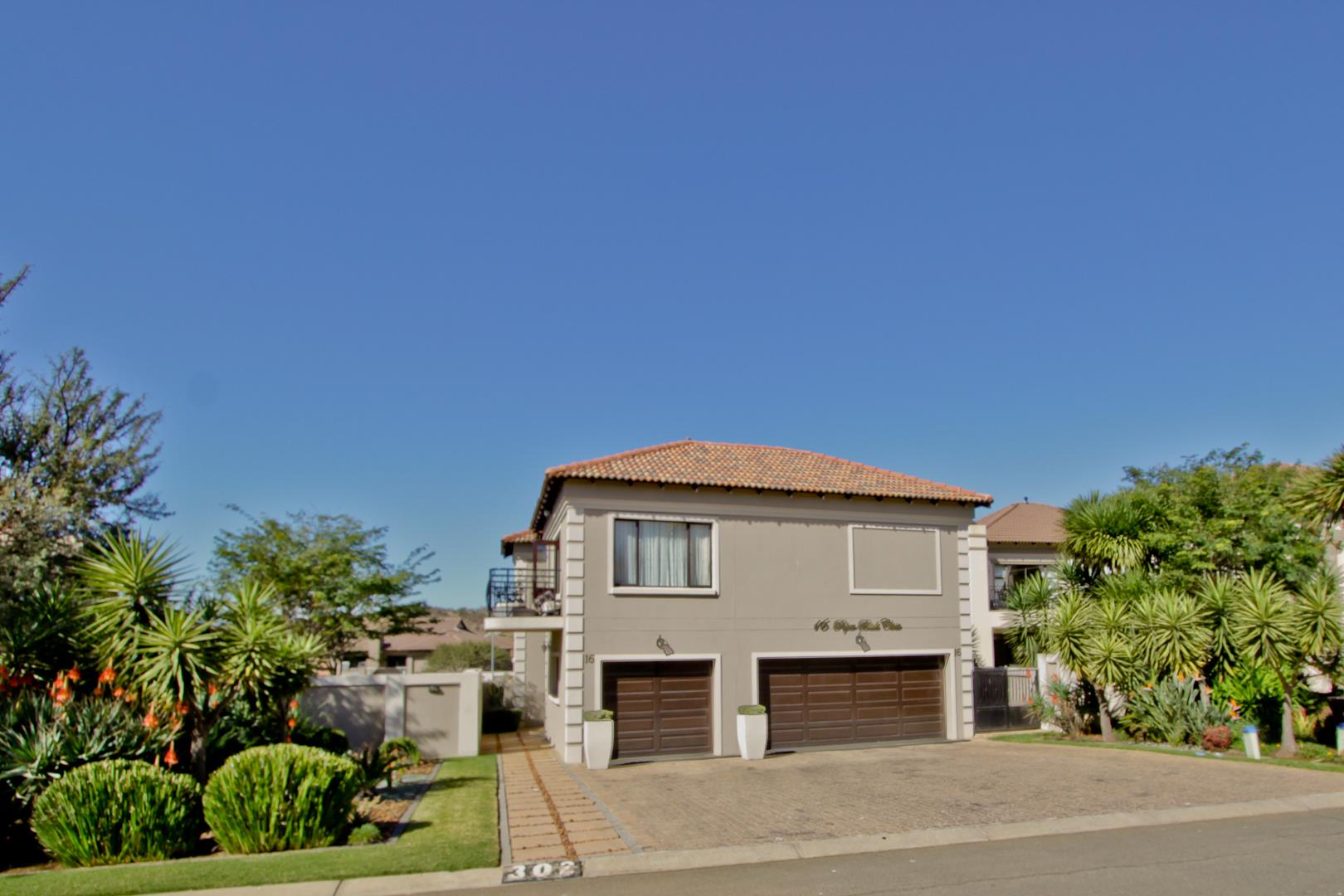 Glenvista property for sale. Ref No: 13525971. Picture no 2