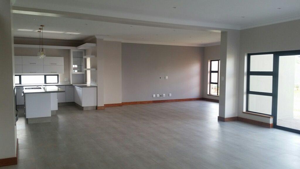 Midstream Ridge Estate property for sale. Ref No: 13379169. Picture no 4