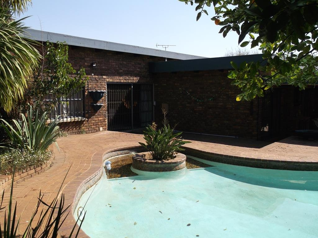 Bronberrick property for sale. Ref No: 13380423. Picture no 2