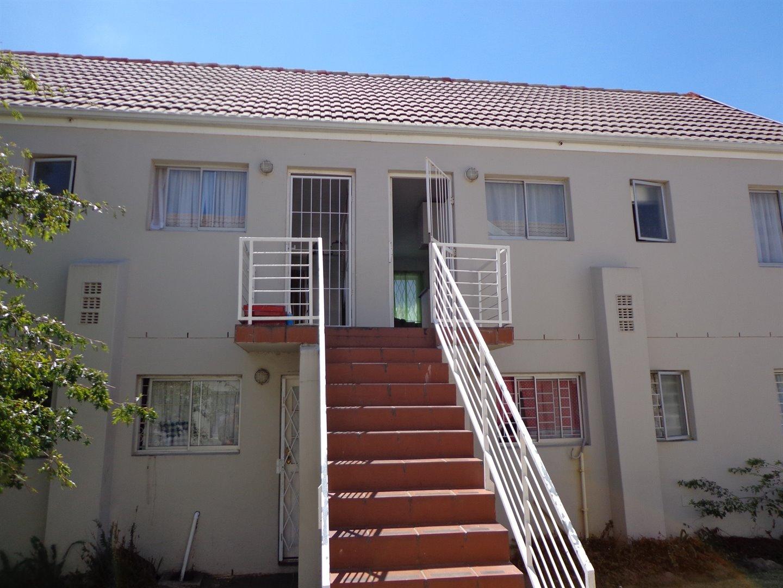 Property and Houses for sale in De Oude Renbaan, Apartment, 2 Bedrooms - ZAR 530,000