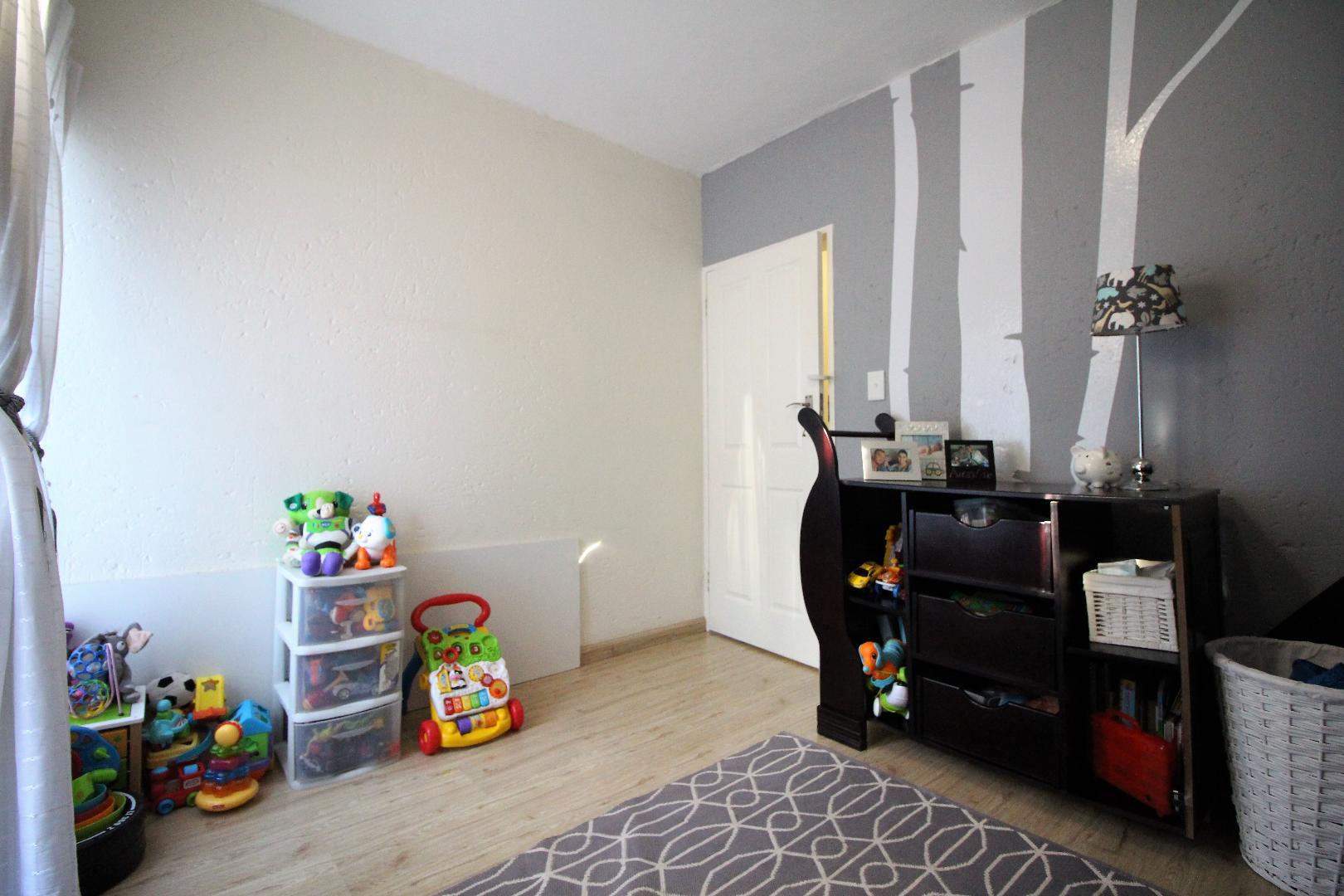 Glenvista property for sale. Ref No: 13493928. Picture no 10