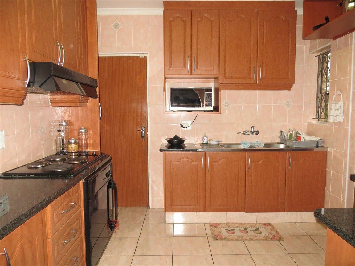 Brackenham property for sale. Ref No: 13256496. Picture no 2