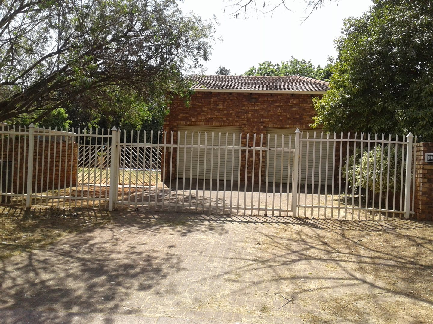Property and Houses for sale in Elarduspark, House, 3 Bedrooms - ZAR 1,650,000