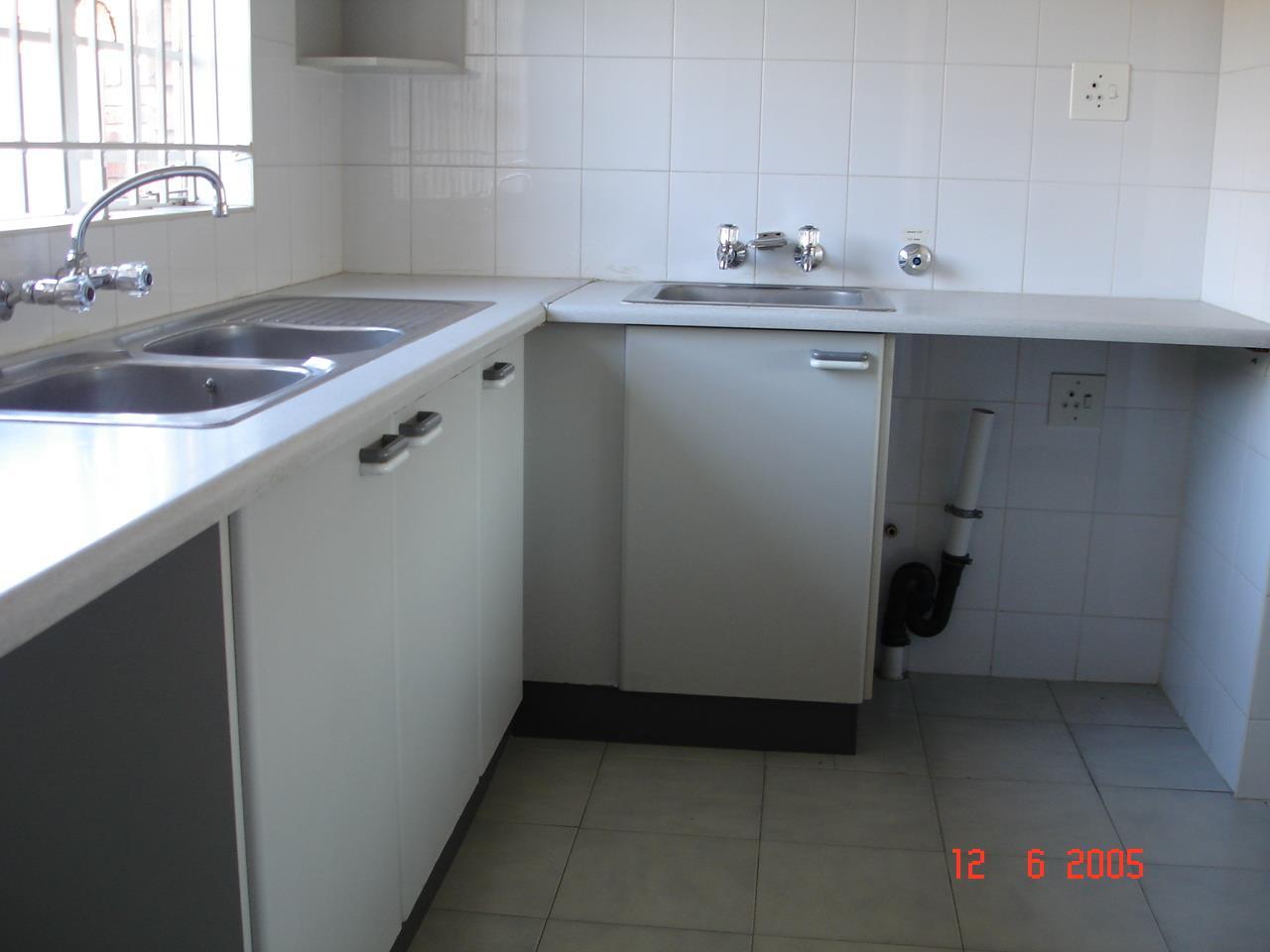Glenvista property for sale. Ref No: 13525347. Picture no 8