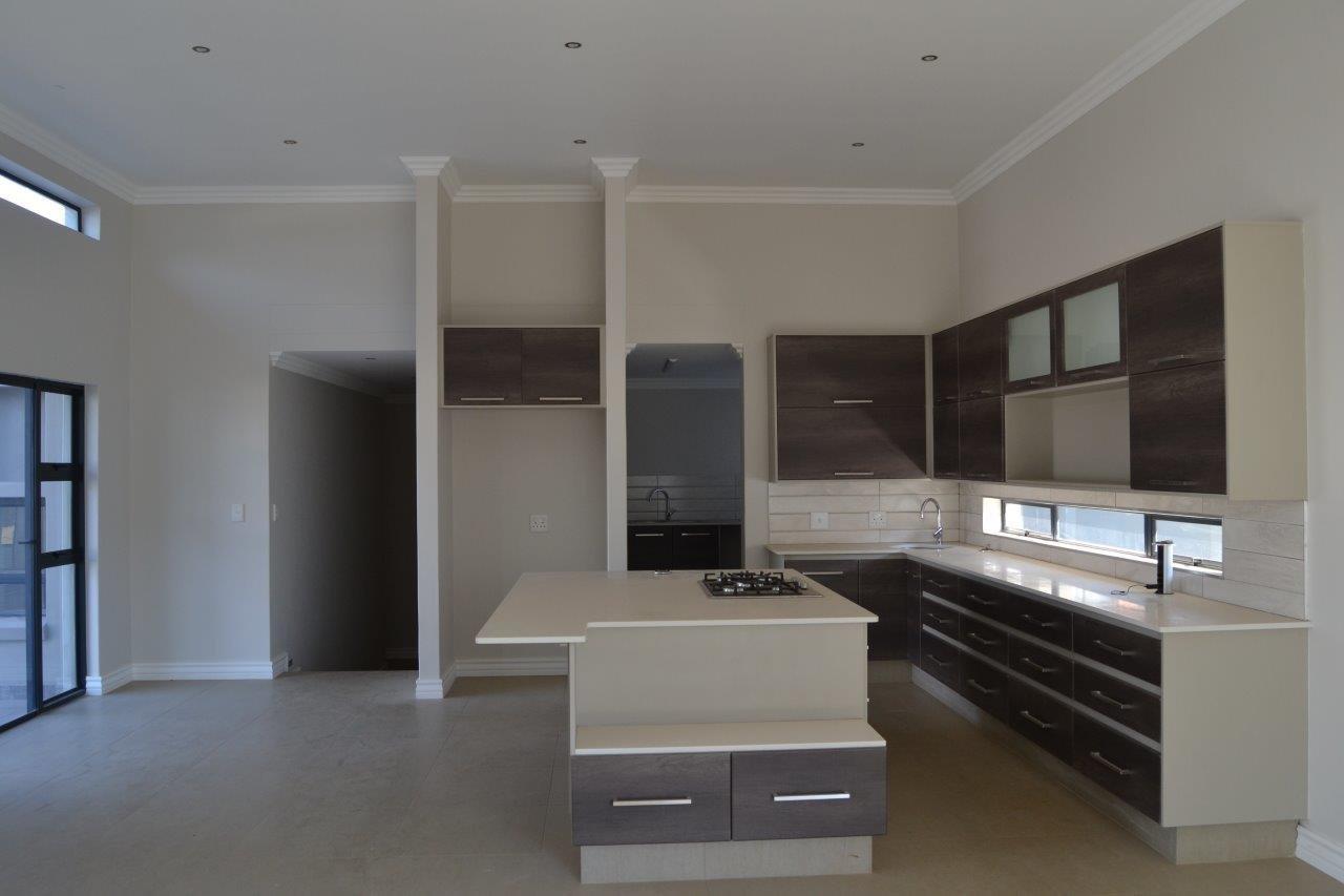 Midstream Ridge Estate property for sale. Ref No: 13500360. Picture no 6
