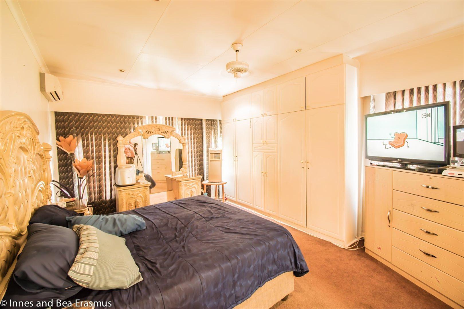 Van Der Westhuizen property for sale. Ref No: 12728959. Picture no 18