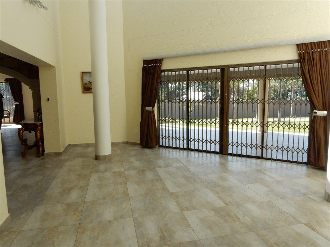 Bryanston property for sale. Ref No: 13346431. Picture no 14