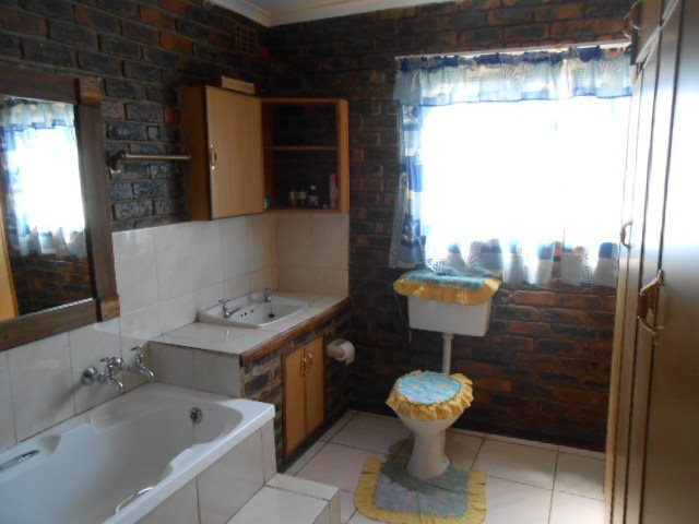 Buyscelia property for sale. Ref No: 13414258. Picture no 11