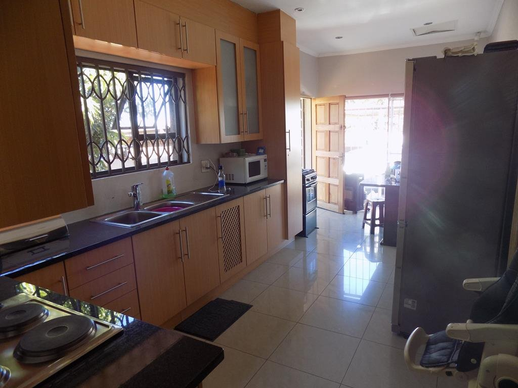 Laudium property for sale. Ref No: 13368162. Picture no 8