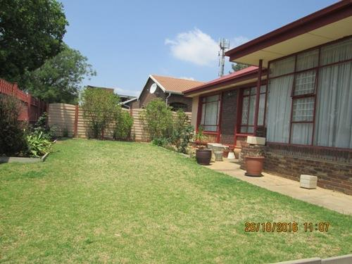 Chrisville property for sale. Ref No: 13533891. Picture no 4
