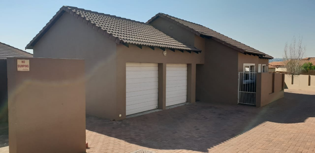 Property and Houses for sale in Thatchfield Close, Townhouse, 3 Bedrooms - ZAR 1,190,000