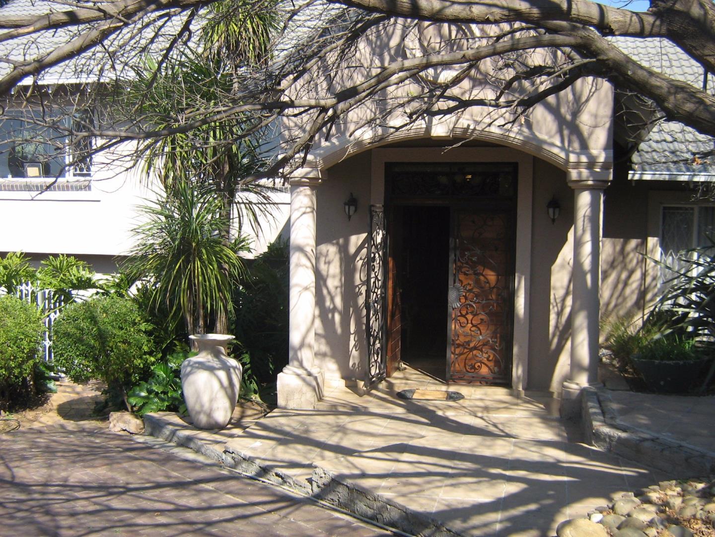 Mondeor property for sale. Ref No: 13525767. Picture no 3