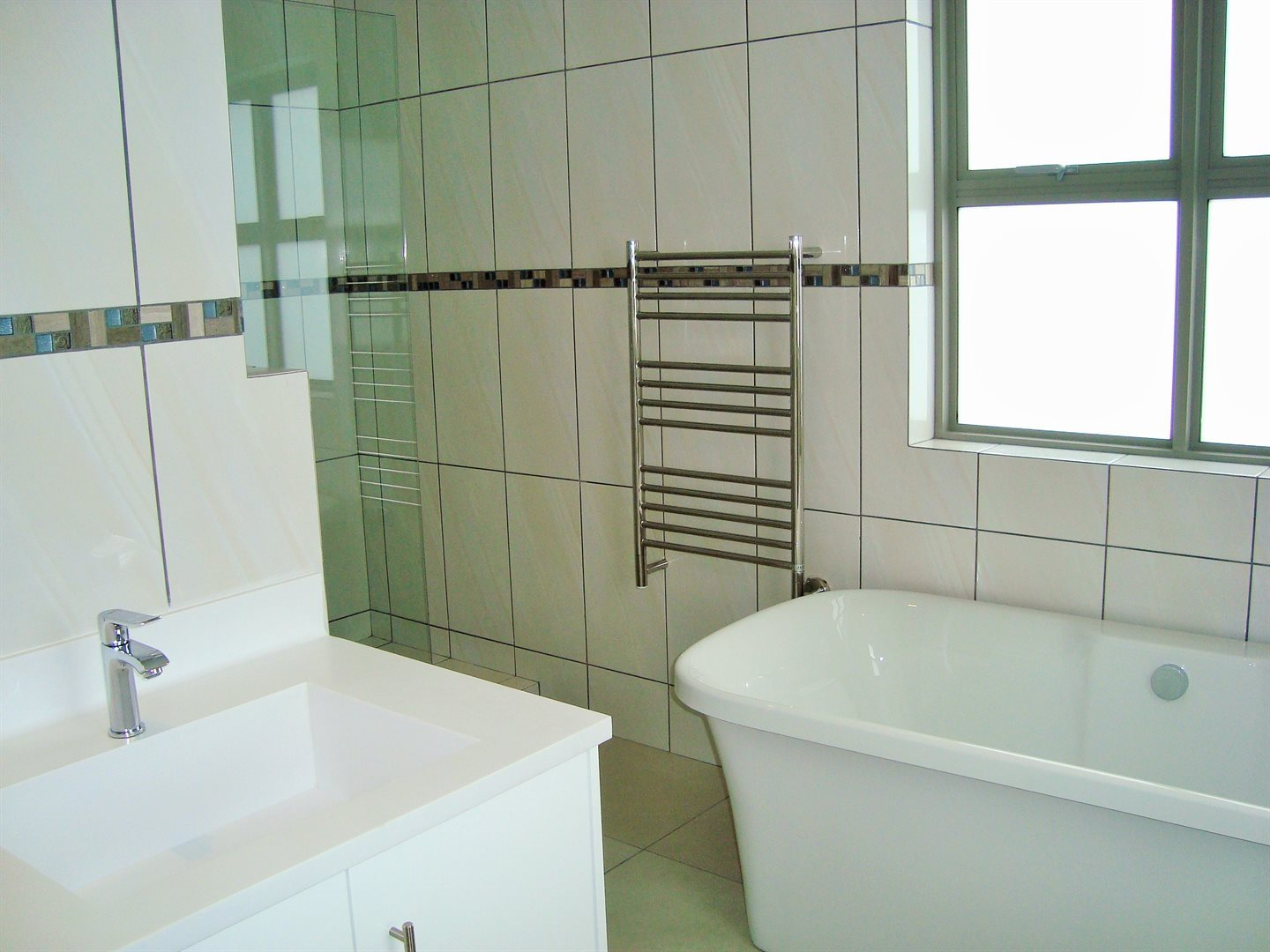 Claremont property to rent. Ref No: 13575482. Picture no 15