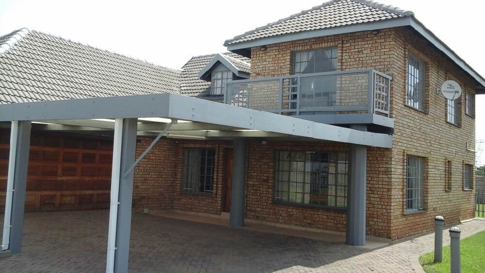 Three Rivers East property for sale. Ref No: 13300046. Picture no 1